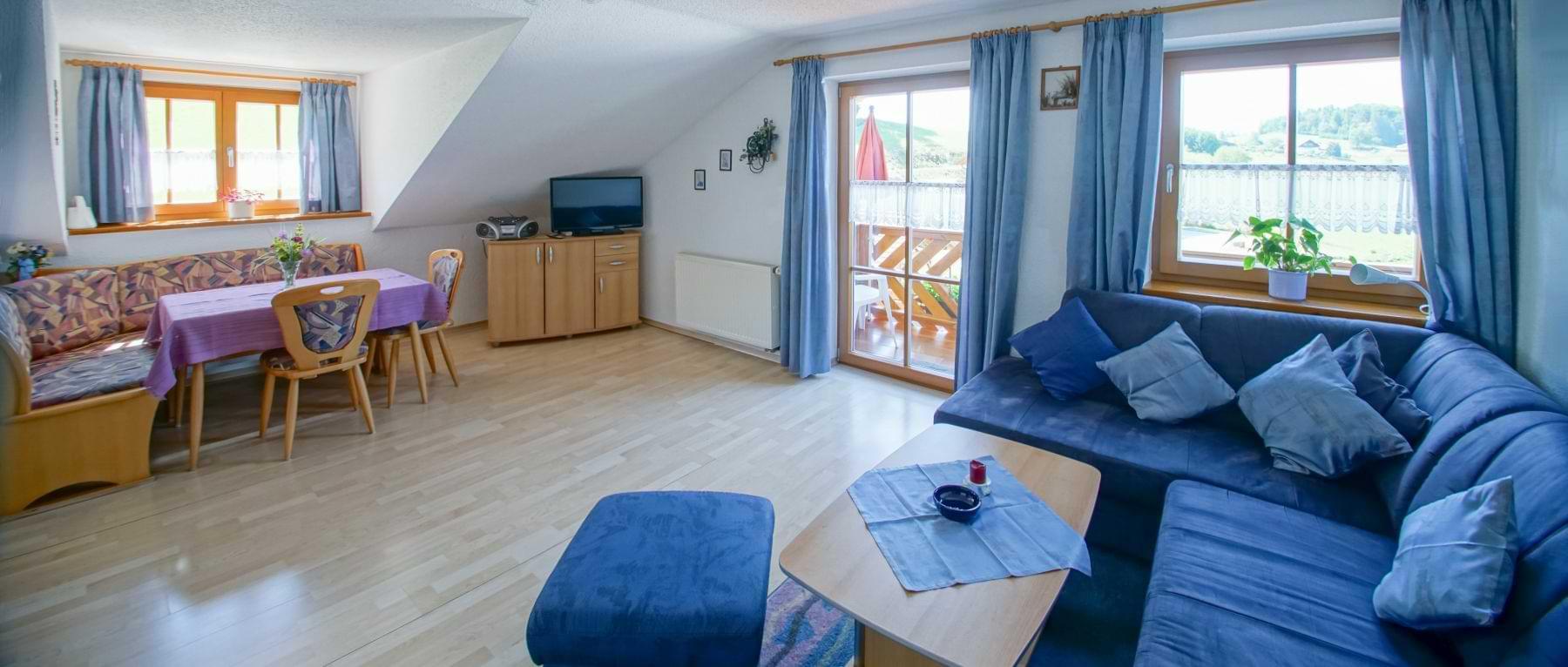 schauberger-hofblick-ferienwohnung-bayerwald-wohnzimmer
